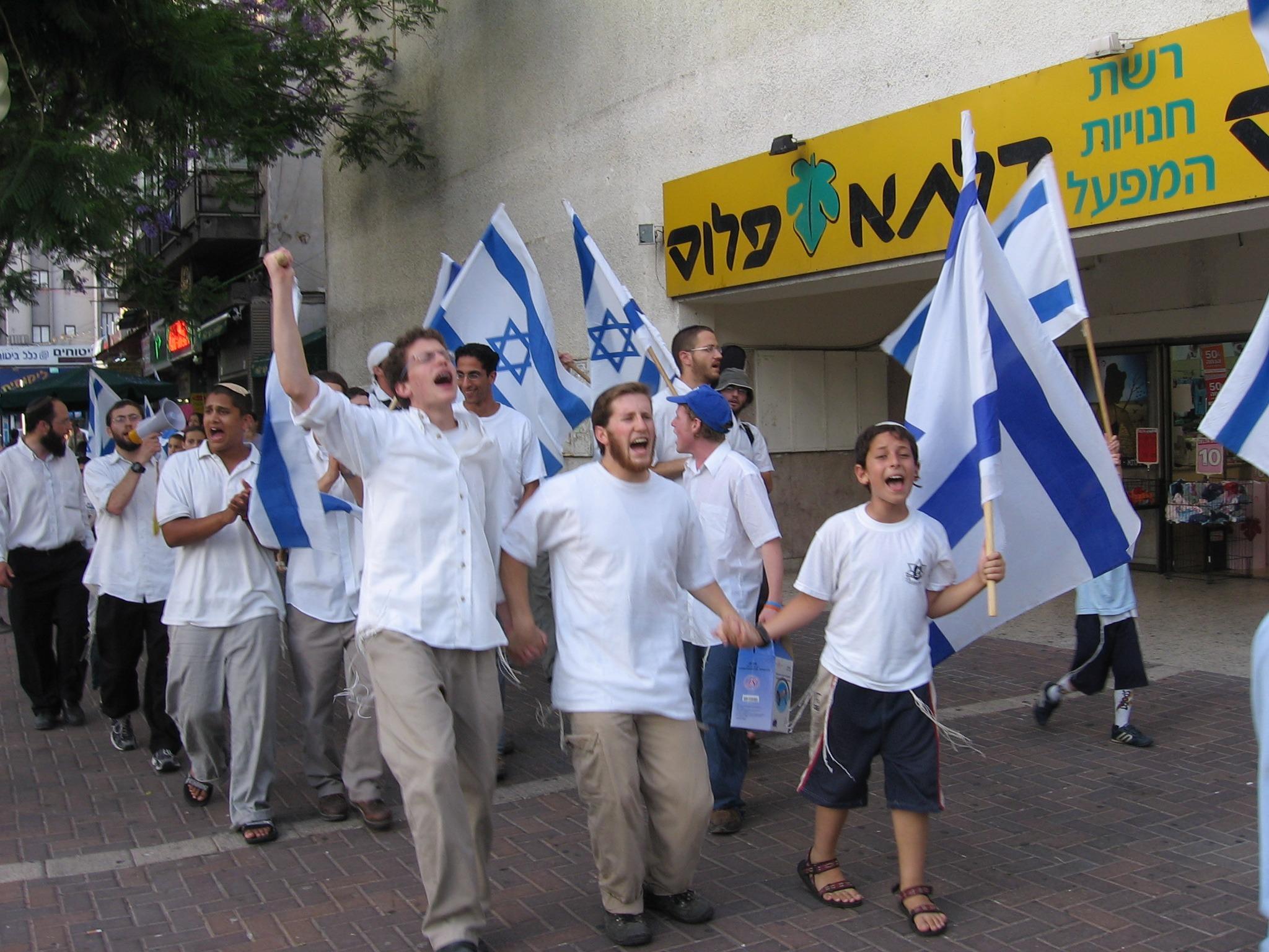 -ריקודגלים_יום_ירושלים_-אשמח-אם-תוכלו-לטשטש-בתמונה-את-השלט-של-דלתא...